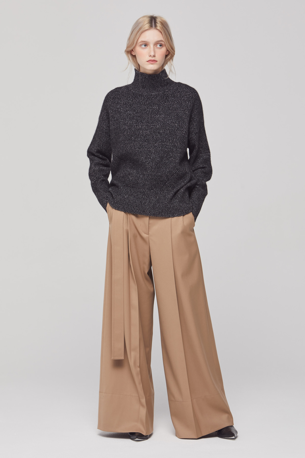 DEMERE WOOL BELTED HIGH-WAIST PANTS (BEIGE)